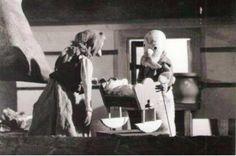 Devulienka snehulienka, 30´, 1972 Bábková rozprávka Márie Ďuríčkovej na motívy ľudovej rozprávky o starkých, ktorým slnko darovalo neobyčajné dievčatko. Výtvarník: Bláha Jiří Réžia: Šebová Lucia