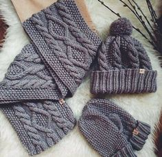 The knit hat Diy Crafts Knitting, Knitting Blogs, Knitting Stitches, Hand Knitting, Baby Knitting Patterns, Crochet Patterns, Knit Crochet, Crochet Hats, Knitted Hats