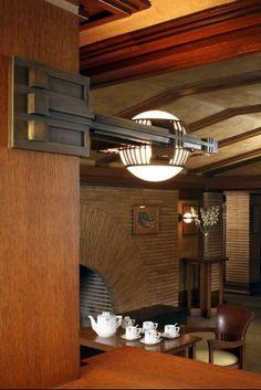 Frank Lloyd Wright furniture   Frank Lloyd Wright   architechture   interior design   modern art   modern   beautiful   #metalwallart #interiordesign https://www.statements2000.com/