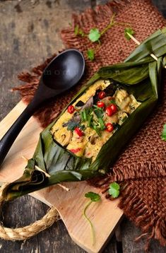 Pepes Jamur Merang (Sundanese Steamed Spicy Mushroom, wraped with Banana leaf) | Indonesian Food