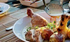 Kyckling på ölburk! Det är alltid roligt att hitta nya sätt att grilla på. Den här kycklingen blir fantastiskt saftig och smakrik.