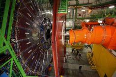 El CMS mide 14 metros de alto y pesa 14.000 toneladas. Las nuevas tapas del detector (en rojo) han sido construirdas en Pakistán, nuevo miembro asociado del CERN ULY MARTÍN