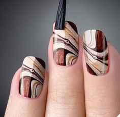 As unhas marmorizadas ou marble nails vem fazendo muito sucesso entre as mulhere… Marble nails were very successful in women because they had a similar effect as marble stones. Fall Nail Designs, Acrylic Nail Designs, Beautiful Nail Art, Gorgeous Nails, Diy Nails, Cute Nails, Autumn Nails, Nagel Gel, Creative Nails