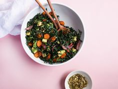 This kale carrot salad is so tasty and hearty, itll def be your new potluck or packed lunch go-to. The veggies are roasted and the kale is sturdy so its a make-ahead dream. The key …
