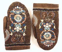 Folk Clothing, Antique Clothing, Folklore, Swedish Embroidery, Textiles, Folk Costume, Cashmere Wool, Mittens, Photo Art