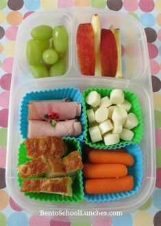 DIY homemade lunchables with nitrate fee honey ham roll ups, cheese stick slices, cheese bread, organic baby carrots, seedless green grapes and organic apple slices. No Bake Snacks, Lunch Snacks, Clean Eating Snacks, Kid Snacks, Lunch Box, Eating Healthy, Kids Lunch For School, Healthy School Lunches, School Snacks