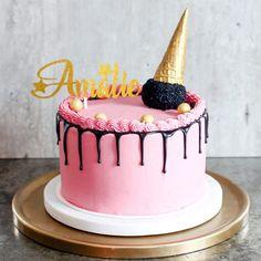"""Matblogg • Oppskrifter • Kaker on Instagram: """"Lyst til å lage en stilig dryppkake? Jeg har laget en liten dryppguide med oppskrifter på fire forskjellige fremgangsmåter. Lenke i bio…"""" Stiles, Birthday Cake, Desserts, Food, Tailgate Desserts, Deserts, Birthday Cakes, Essen, Postres"""