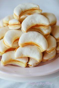 Citromos holdak Hungarian Cookies, Hungarian Desserts, Hungarian Recipes, Cookie Desserts, Cookie Recipes, Snack Recipes, Dessert Recipes, Snacks, Sweet Cookies