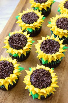 Sunflower cupcakes may look fancy, but they're actually quite easy to make. A piping bag and decorating tip makes it simple, even for beginners. And the results are spectacular. Sunflower Cupcakes, Sunflower Party, Sunflower Baby Showers, Sunflower Cake Ideas, Baby Shower Cupcakes, Fun Cupcakes, Ladybug Cupcakes, Kitty Cupcakes, Snowman Cupcakes