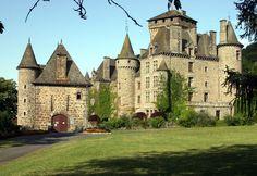 Castelo de Pesteil, Cantal, França.