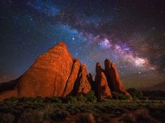 Picture of the Milky Way at night in Arches National Park