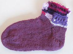 Ristiin rastiin: Kärjestä aloitettu sukka, ohje Knitted Hats, Socks, Knitting, Knits, Fashion, Threading, Moda, Tricot, Fashion Styles
