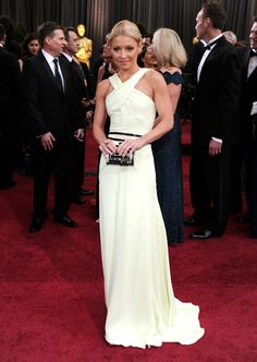 Kelly Ripa on the red carpet of the 2012 Academy Awards. Gorg!!