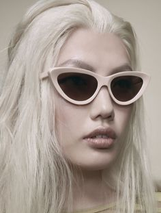 A punky cat-eye rendered in the muscular proportions of Brutalist architecture, Firi embodies the defiant aesthetic of the 1960s with a sportsman's flair. The beveled acetate frame features an experimental inversion of scale and form, occupying a modest footprint while referencing a chunky goggle-like construction. Sunglasses Christian Roth Firi #christianroth http://lenshop.eu/manufacturers/9436-christian-roth/sunglasses