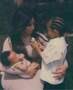 Kim Kardashian has shared some cute photographs of her household that includes husband Kanye West, Four-year-old daughter North West, son Saint West. Jenner Kids, Kyle Jenner, Jenner Family, Kardashian Family, Kardashian Jenner, Kourtney Kardashian, Kardashian Style, Afro, Insta Goals