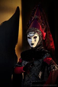 This is my favorite pierrot,  maybe I should take up sewing the costumes for the pierrots I have, but since I only have three first I'll look around.