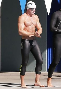 Zac Efron looked ripped during a swim lesson in Los Angeles — see the insanely sexy pic