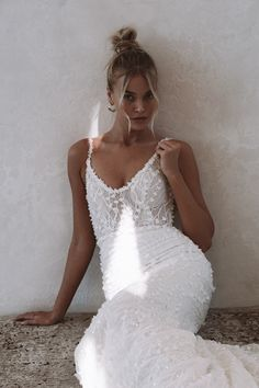 Harlow is wonderfully enchanted, full of whimsical and romantic flair. She has a subtle sparkle that will completely hypnotise you. You will not be able to escape her magic. #felicitysbridalnz #weddingnz #bridenz #madewithlovebridal #mwlharlow