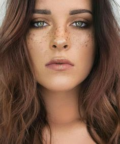 paint ya freckles gold, a simple music gig or festival look.
