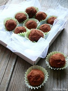 Delicious blog: Švestkovo-makové kuličky Delicious Blog, Diy Food, Truffles, Great Recipes, Plum, Seeds, Muffin, Healthy Eating, Baking