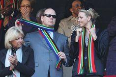 11. Juni 2010: Prinz Albert und Charlene Wittstock sind live im Stadion dabei und fiebern mit.