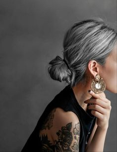 Kiva Earrings on Diana Susen off when you join our mailing list - Haarstyling Frisuren - Hair Colors Long White Hair, Silver Grey Hair, Natural White Hair, Grey Hair Over 50, Black And Grey Hair, Shampoo For Gray Hair, Grey Hair Inspiration, Curly Hair Styles, Natural Hair Styles