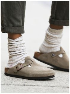 #how #to #wear #birkenstock #clogs #with #socks #howtowearbirkenstockclogswithsocks Clogs Outfit, Birkenstock Outfit, Birkenstock Boston Clog, Clogs Shoes, Birkenstock Arizona, Birkenstock Men, Shoes Sandals, Oxford Shoes, Shoes