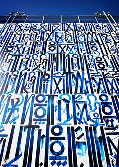 Retna is a pseudonym of an American contemporary artist Marquis Lewis, primarily recognized for graffiti art with its distinctive constructed script. Modern Art, Contemporary Art, Street Art Graffiti, Graffiti Artists, Mural Art, Chalk Art, West Hollywood, Public Art, Stencil