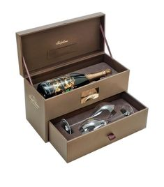 Food & Wine: Champagne & Sparkling Joseph Perrier Cuvee Josephine 2008 with Glasses Set Wine Packaging, Luxury Packaging, Chocolate Box Packaging, Fashion Packaging, Diy Holiday Gifts, Bottle Sizes, Gift Hampers, Chocolate Gifts, Box Design
