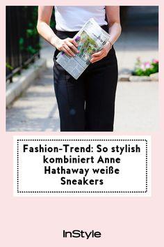 Wow! So simpel und stylish kombiniert Anne Hathaway in den Straßen New York Sneakers – und wir sind uns sicher: dieser Look wird Trend. #instyle #instylegermany #sneaker #trend #sommer Anne Hathaway, Sneaker Trend, Basic Shirts, New York, Stylish, Sneakers, Fashion Trends, Shopping, New Fashion Trends