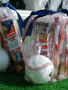 Ballpark party bag. Perfect for sports-themed birthday parties. http://www.ivillage.com/best-diy-kids-birthday-party-favor-ideas/6-a-515641#