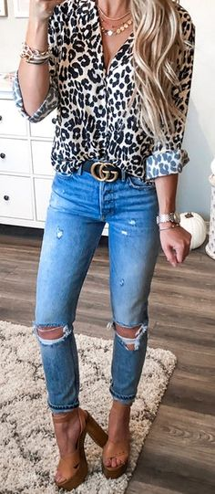 #fall #outfits blue denim distressed pants.