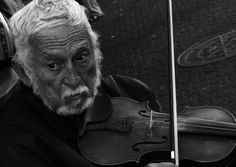 San José, Costa Rica #photo #photography #costarica #musician #people #peopleportrait #street #streetphotography #violin #violinist
