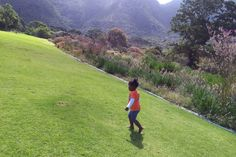 10 Family Favourite places in Cape Town - MumInMe Family Holiday, Cape Town, Friends Family, South Africa, Golf Courses, Places To Go, Parenting, Holidays, Mountains