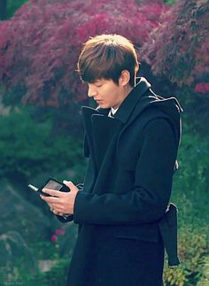 Black suits on him Korean Celebrities, Korean Actors, Lee Min Ho Smile, Lee Min Ho Dramas, Lee And Me, Jo In Sung, Lee Min Ho Photos, New Actors, Park Shin Hye