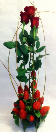 Rosas rojas con fresas