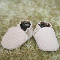 Chaussons velour bébé Patron couture gratuit - Loisirs créatifs