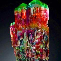 Minerals And Gemstones, Rocks And Minerals, Stones And Crystals, Gem Stones, Quartz Crystal, Marmi, Rainbow, Diamonds, Hot
