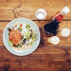Nieuw op de kaart bij @rubens_burger zijn Burger Salades. Hoe lekker  #haarlem #haarlemcityblog #burgers #rubensburgers #raaks #restaurant #hamburgers