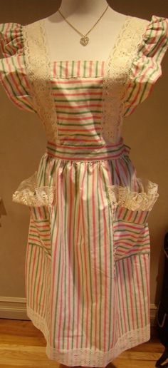 Vintage Full Apron..very similar to the style of apron my mother used to wear when I was a child.  She wore it over her dress every day.  I would love to have one like it!  ;p