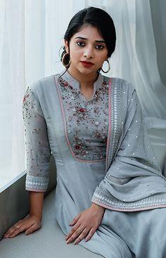 saree styles New Look Simple Kurti Designs, Stylish Dress Designs, Salwar Designs, Kurta Designs Women, Dress Neck Designs, Kurti Designs Party Wear, Stylish Dresses, Churidhar Neck Designs, Designer Anarkali Dresses