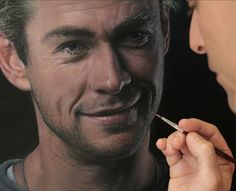 Closeup-of-portrait-of-Chris-Hemsworth-by-Joel-Rea.jpg (800×650)