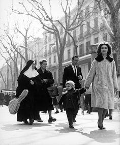 Matí a la Rambla. Barcelona, 1964. Photo Eugeni Forcano. Catalonia | Europe
