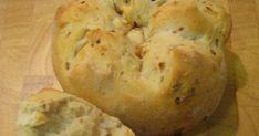 Pan de cebolla - En casa nos gusta mucho el pan. Pero si hay un pan que verdaderamente le gusta a Lucía es éste. Ella me ayudó a hacerlo, así que parte del... Muffin, Bread, Cooking, Breakfast, Dr Oz, Food, Halogen Oven Recipes, Onion Bread, Savory Muffins