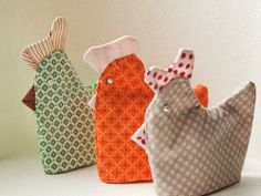 Easter hen egg warmers: Free sewing tutorial with templates in PDF file. DIY