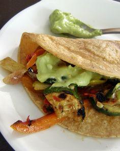 Recetas vegetales - tacos vegetarianos Vegan Mexican Recipes, Healthy Eating Recipes, Veg Recipes, Vegetarian Recipes, Cooking Recipes, Healthy Food, Recipies, Food Porn, Deli Food