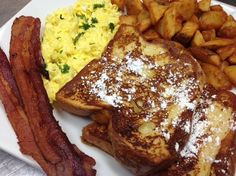 french toast breakfast Challah French Toast, American Breakfast, Breakfast Toast, Treats, Dinner, Desserts, Food, Sweet Like Candy, Dining