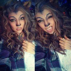 Werewolf costume make yourself- Werwolf Kostüm selber machen Make Werewolf Costume Yourself Halloween Looks, Halloween Cosplay, Couple Halloween, Wolf Make Up Halloween, Halloween Costume Makeup, Female Halloween Costumes, Cosplay Costume, Halloween Outfits, Werewolf Makeup