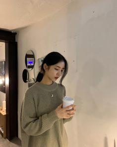 Miss Korea, Instagram Story Filters, Asia Girl, Ulzzang Girl, Little Sisters, Girl Photos, Korean Girl, Vintage Outfits, Classy
