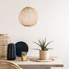 Decorate and offer your children a fun and soothing space with a complete range of lights selected by Maisons du Monde. Soft Furnishings, Sideboard Furniture, Trending Decor, Home Scents, Baby Decor, Dining Room Bench Seating, Spring Summer Decor, Hallway Furniture, Home Decor
